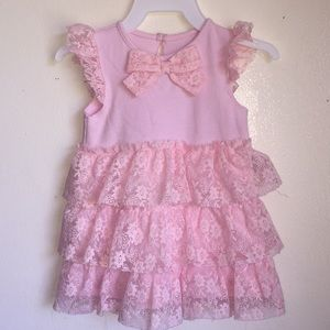 Dress with lace Ruffles